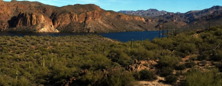 Canyon Lake Brings Water to The Valley of the Sun (( 33°32'31.96N 111°26'11.52W)