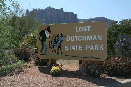 Lost Dutchman State Park Entrance (http://www.mikesroadtrip.com/apache-junction/img_4356/)